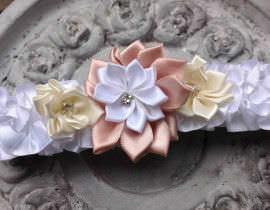 110-270x210 בירית סאטן בשילוב שלושה פרחים ואבן קריסטל