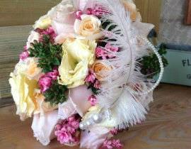 131-270x210 זר כלה - קלאסי מפרחי ורדים נוצה ופנינים