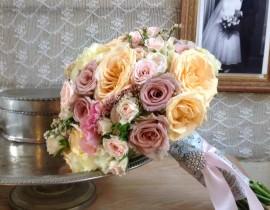 27-270x210 זר כלה - ורדים בצבעי פסטל וסיכת אבנים