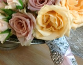 27A-270x210 זר כלה - ורדים בצבעי פסטל וסיכת אבנים