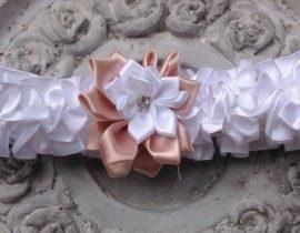 64-270x210 בירית סאטן לבנה בשילוב פרח בד