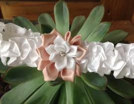 6A1-270x210 בירית סאטן לבנה בשילוב פרח בד