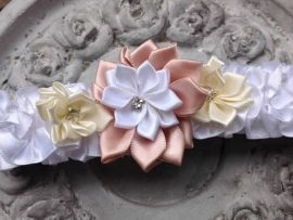 110-270x203 בירית סאטן בשילוב שלושה פרחים ואבן קריסטל