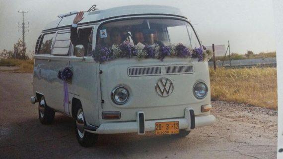 1C2-570x321 קישוט לרכב חתן כלה מפרחים בגווני סגול ולבן