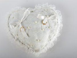 39-270x203 כרית וינטאג' לטבעות נישואין - לב מתחרה לבנה