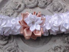 64-270x203 בירית סאטן לבנה בשילוב פרח בד