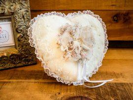 DSC3903-270x203 כרית וינטאג' לטבעות נישואין - לב עם פרח