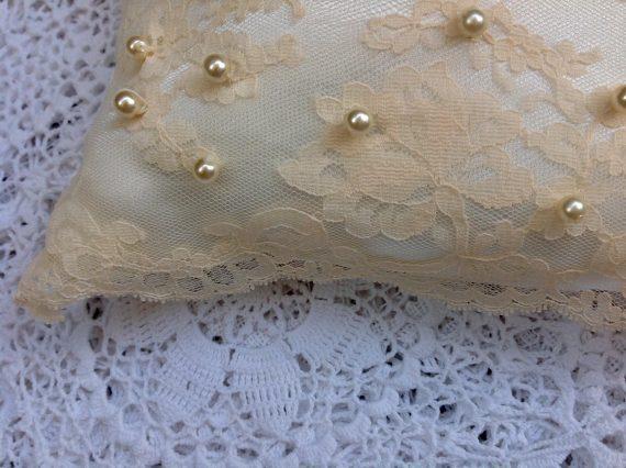 unnamed-2-570x426 כרית לטבעות הנישואין בגוון בהיר דגם B