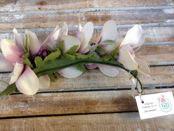 unnamed-92-570x428 סיכת פרחים לשיער מתפרחות סגולות בשילוב פירות יער