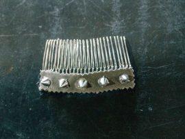 unnamed1-270x203 מסרקיה לשיער רוקNרול בשילוב ניטים