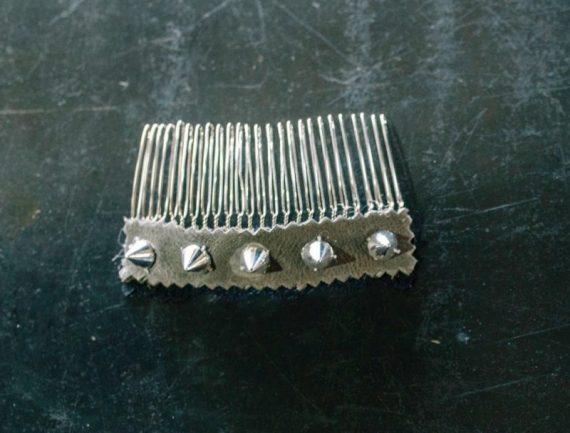 unnamed1-570x433 מסרקיה לשיער רוקNרול בשילוב ניטים